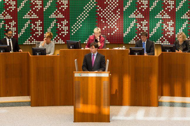 MO Rede, Plenum, Rednerpult, Totale 6