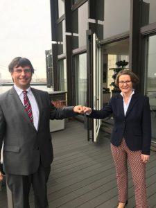 Marcus Optendrenk und Ministerin Ina Scharrenbach